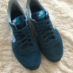 Nike Shoes - NEW NIKE Internationalist Suede Sneaker size 8